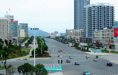 崇阳:城区道路全面清洗 持续一个月!