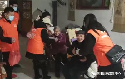 天城镇和平社区:喜迎元宵节 爱心送汤圆