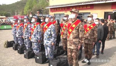 2021年崇阳县首批12名新兵奔赴军营
