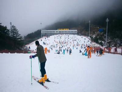 【视频】三天3000人,九宫山滑雪场人气爆棚!