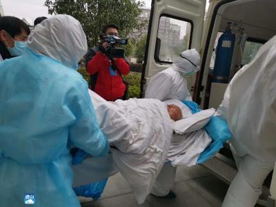 """【众志成城抗""""疫""""情】湖北最高龄!云南医疗队救治的96岁确诊患者治愈出院"""