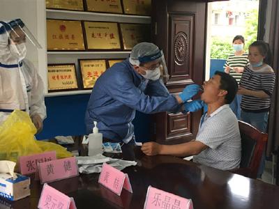 长江云——通山杨芳林乡:全体教职员工进行核酸检测