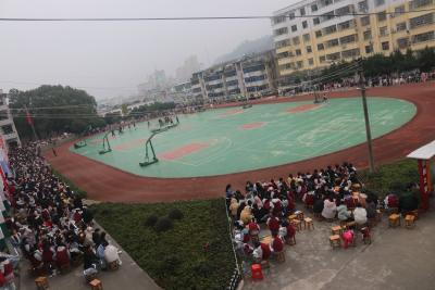 通山县实验中学冬季田径运动会圆满结束