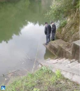 【我为群众办实事】黄沙铺镇两处水库放水--做好防汛巡查