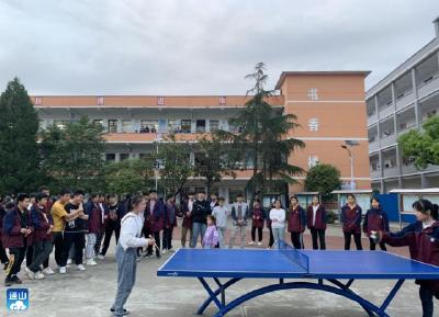 赛国球风采  扬五四精神!洪港中学举办乒乓球赛
