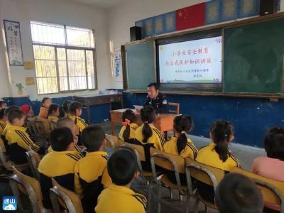 杨芳林乡:安全知识进校园  警校联动护平安