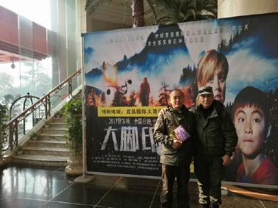 应城籍6旬探险作家徐晓光 义卖签售拍摄札记《大脚印》
