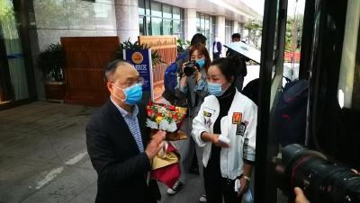 """今天,重庆和黑龙江援孝医疗队的亲人们回""""家""""了"""
