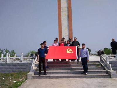 实验初中党支部开展革命传统教育活动