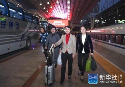 出席十九大的代表团陆续抵京
