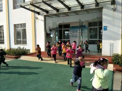 南城中心幼儿园开展冬季消防疏散演练活动