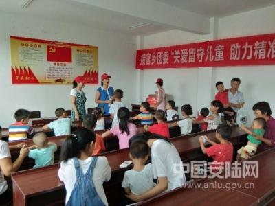 团市委组织开展社会扶贫志愿者活动