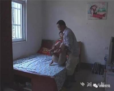 """""""今生牵了她的手,便会陪她一起走""""    安陆好丈夫王能元17年用大爱撑起一个家"""