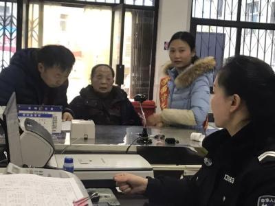 """安陆出入境""""四种服务""""应对春节办证高峰"""