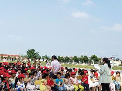 孝心伴我成长  爱心成就未来 ——安陆志愿者献课木梓中心小学