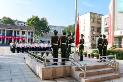 我市各地各部门组织收看庆祝中华人民共和国成立70周年大会、阅兵式和群众游行实况直播