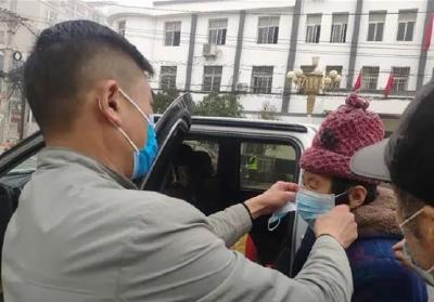 尹杰群:往返城乡的专职司机