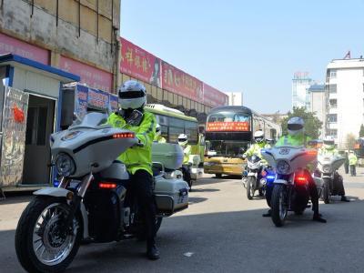 安陆交警全力护航企业复工复产