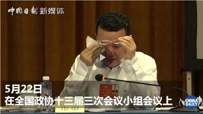 谈到基层抗疫干部时,住鄂全国政协委员尔肯江·吐拉洪几度哽咽