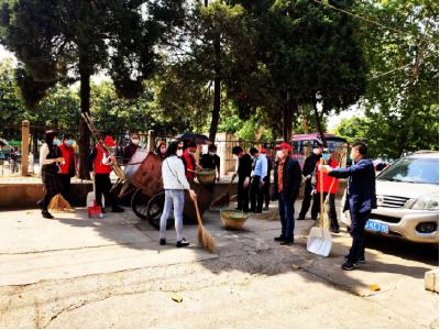 安陆市司法局党员干部进社区开展爱国卫生月活动