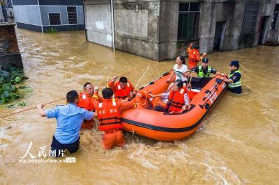 习近平指示防汛救灾人民至上、生命至上 各地各部门强化落实、众志成城
