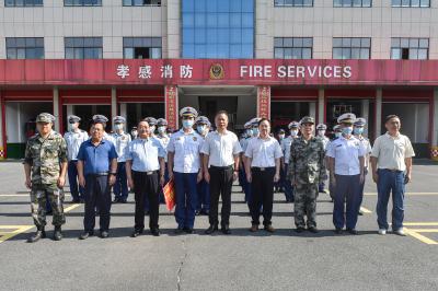 胡明刚等领导慰问驻市部队官兵、消防员
