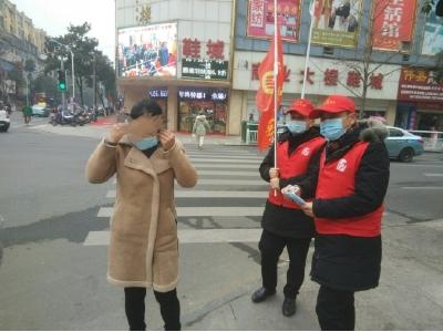 安陆市开展居民戴口罩宣传劝导志愿服务活动
