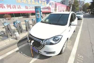 """武汉公共自行车站推广""""万能""""充电桩"""