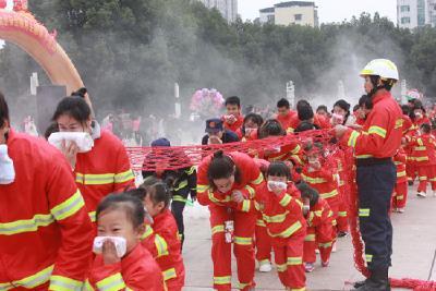 阳光幼儿园:让安全在活动中深植,亲情在互动中交融
