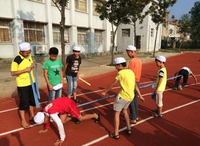 赤壁镇中学:真情浇灌民族团结之花