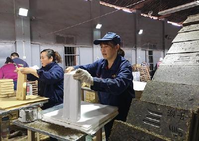 赵李桥茶厂赶制边销茶生产订单