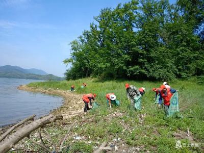 碧水保卫战   官塘驿林场组织清河行动 改善河湖生态环境