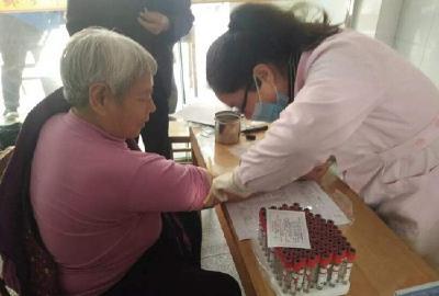 老年人和贫困户体检,政府买单!赤壁黄盖湖健康扶贫暖人心