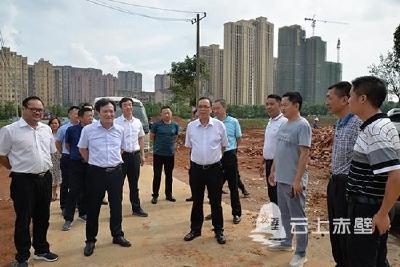 盛文军调研赤壁生态新城建设  抢抓工期 大干快上 实现一天一个变化