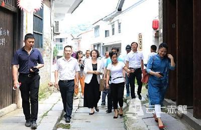 省专家组来赤调研建优建美长江流域公园城市工作