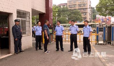 赤壁市高度重视校园安全