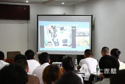 赤壁32家公众娱乐场所微型消防站队员接受消防业务技能培训