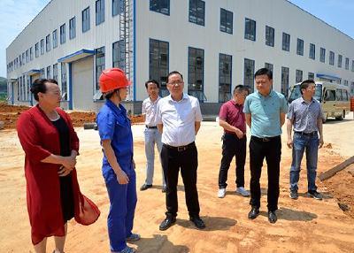 盛文军深入赤壁高新区、蒲纺工业园区现场办公 协调推进项目高效建设 助推工业经济高质量发展