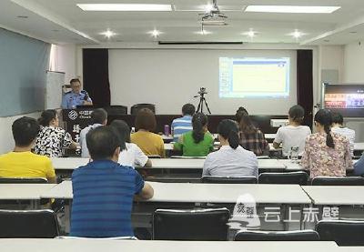 赤壁:交警安全宣传进企业 传递文明交通正能量