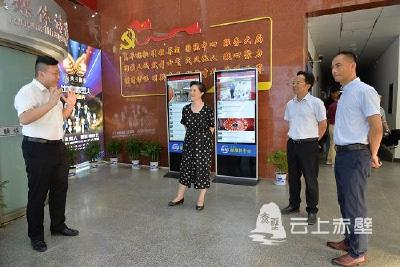 省委政研室参观指导赤壁市融媒体中心建设工作