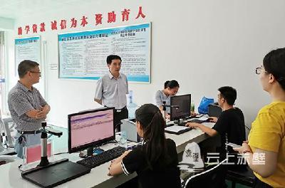 省学生资助管理中心调研赤壁市学生资助工作