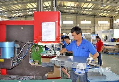 蓝炬兴业:电子设备生产忙