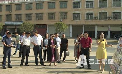 驻咸宁市国、省、市人大代表来赤开展脱贫攻坚视察