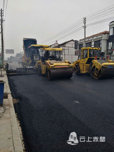赤壁景区道路刷黑工程加快推进