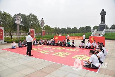 """市交通运输局到嘉鱼县官桥八组开展""""不忘初心、牢记使命""""主题教育活动"""