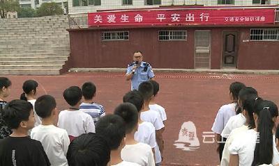 市交警大队开展交通安全宣讲进校园活动