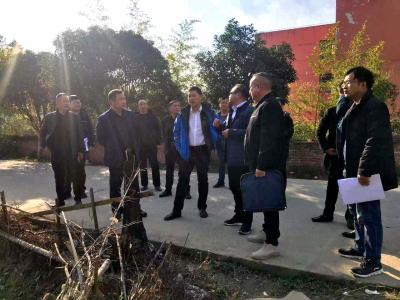 市领导调研赤壁市中心城区停车场项目