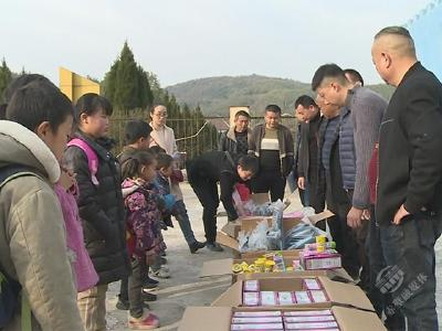 赤壁城发集团:关爱留守儿童 播洒冬日暖阳