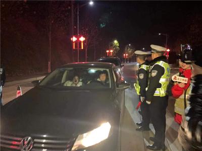 赤壁:警媒联动开展平安创建综合执法现场直播