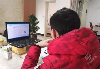 """【一线写实】推迟开学不停学!赤壁市高中年级""""线上教学""""""""空中课堂""""开课了!"""
